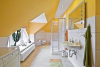 WC mit Dusche und Badewanne